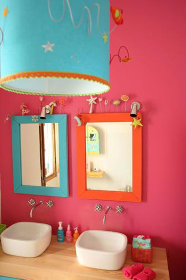 Baie colorata pentru 2 copii