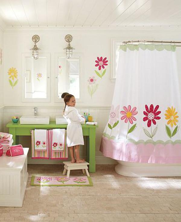Decoratiuni colorate pentru baia copilului