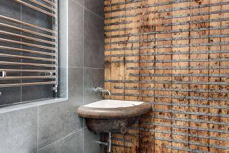 baie rustica pereti lemn1