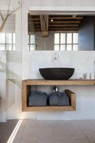 Baie pentru musafiri ciment si lemn minimalist