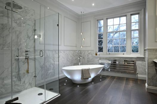 Contemporary-bathroom-in-neutral-hues-with-brilliant-lighting-around-the-bathtub