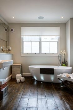 Smart-lighting-highlights-the-bathtub-while-giving-the-bathroom-a-spa-styled-ambiance