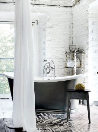 Cada baie retro alb negru picioare metal by Paola Navone