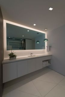 iluminat in spatele oglinzii baie
