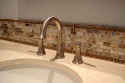 brau-perete-baie-design-vintage-placat-mozaic
