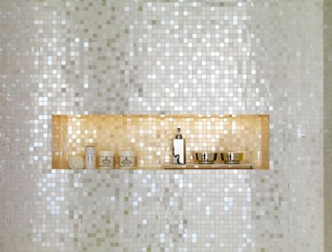 nisa-dus-placata-cu-mozaic-auriu-argintiu