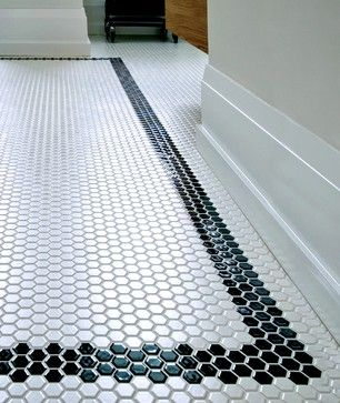 podea-baie-placata-mozaic-hexagonal-alb-negru