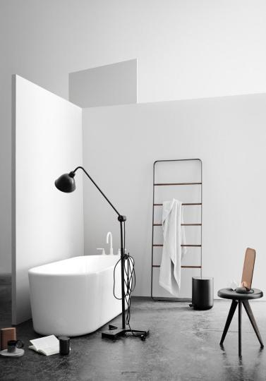 baie-design-scandinav-nordic-lampadar-negru-scara-suport