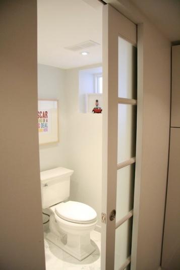 Usa culisanta buzunar pentru baie